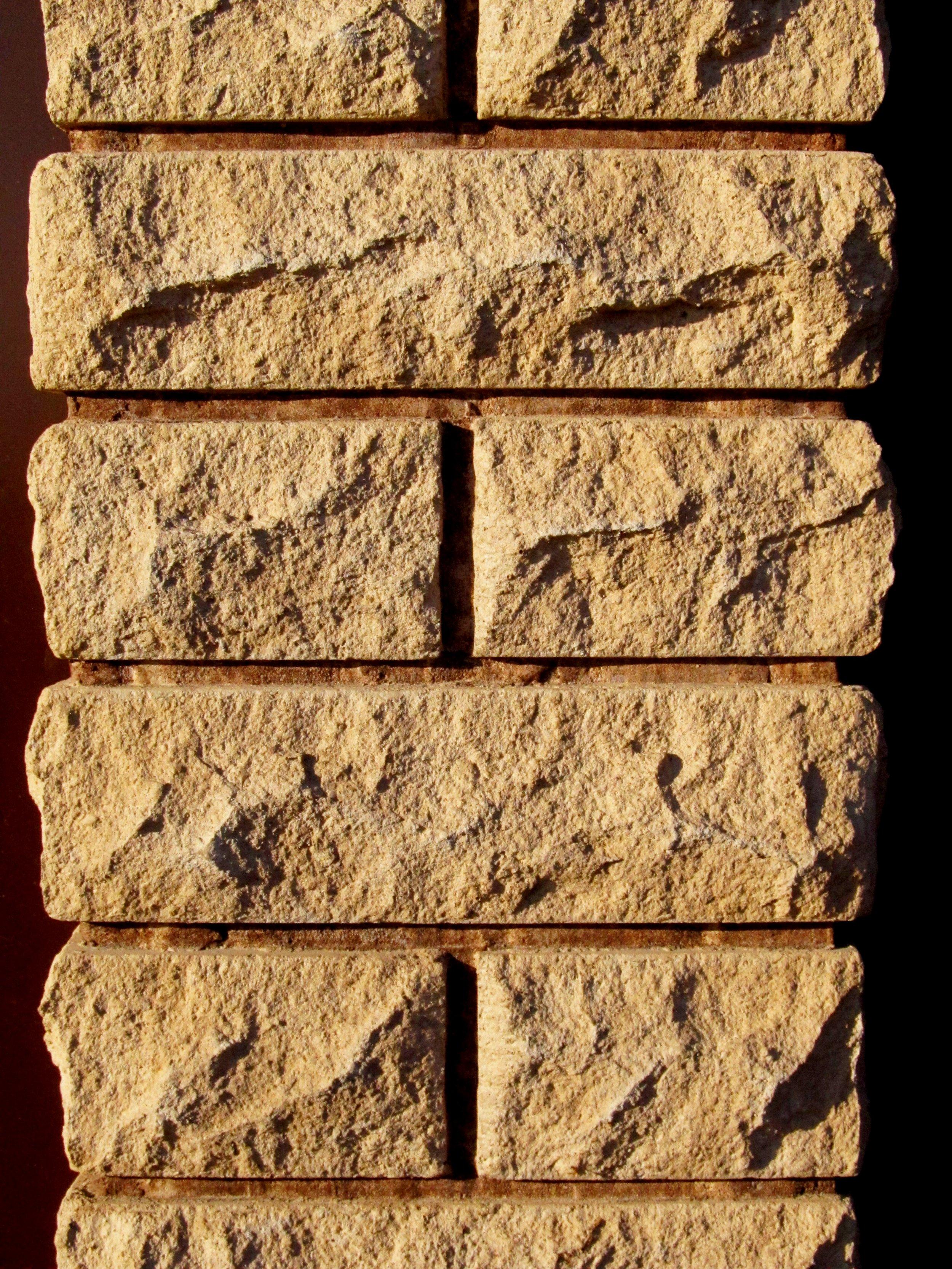 Нажмите на изображение для увеличения Название: Фото столба бетонного забора рваный кирпич 1.jpg Просмотров: 12 Размер:1.98 Мб ID:333691