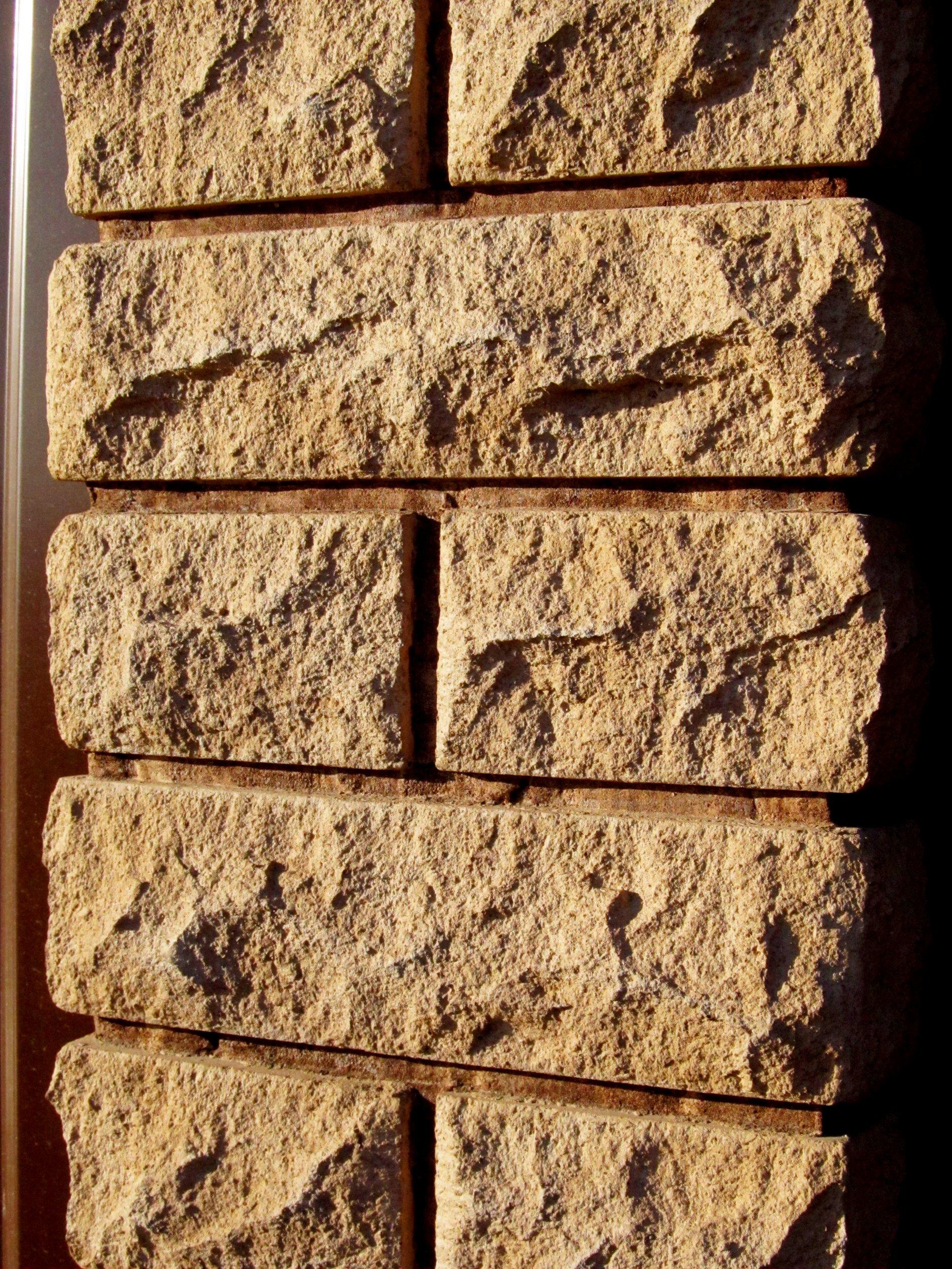 Нажмите на изображение для увеличения Название: Фото бетонного столба рваный кирпич 2.jpg Просмотров: 13 Размер:1.37 Мб ID:333692